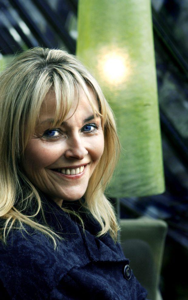"""Oslo 20061017. Bokekstra. Forfatter Tove Nilsen snakker om sin siste bok, """"Sommer 2005"""". Smiler. Foto: Steinar Buholm / Dagbladet. / ALL OVER PRESS *** Local Caption *** Nilsen,Tove"""