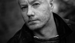 Jakob-Arvola_Foto-Nikolaj-Jonas-Blegvad-VB-Forlaget_web