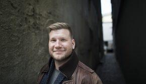 Alexander Sandtorv, som har skrevet en fantasyroman om mobbing og ensomhet.