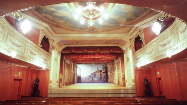 Fredrikshalds-Teater_salong-og-scene1008-Kopi