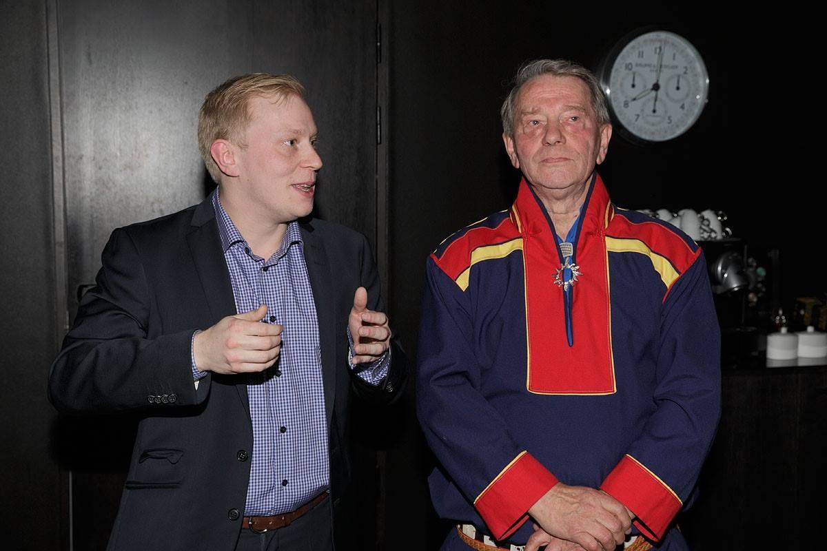 Forlagssjef i Jovnna Guttorm Solbakk t.v og forlagsredaktør John Trygve Solbakk t.h.