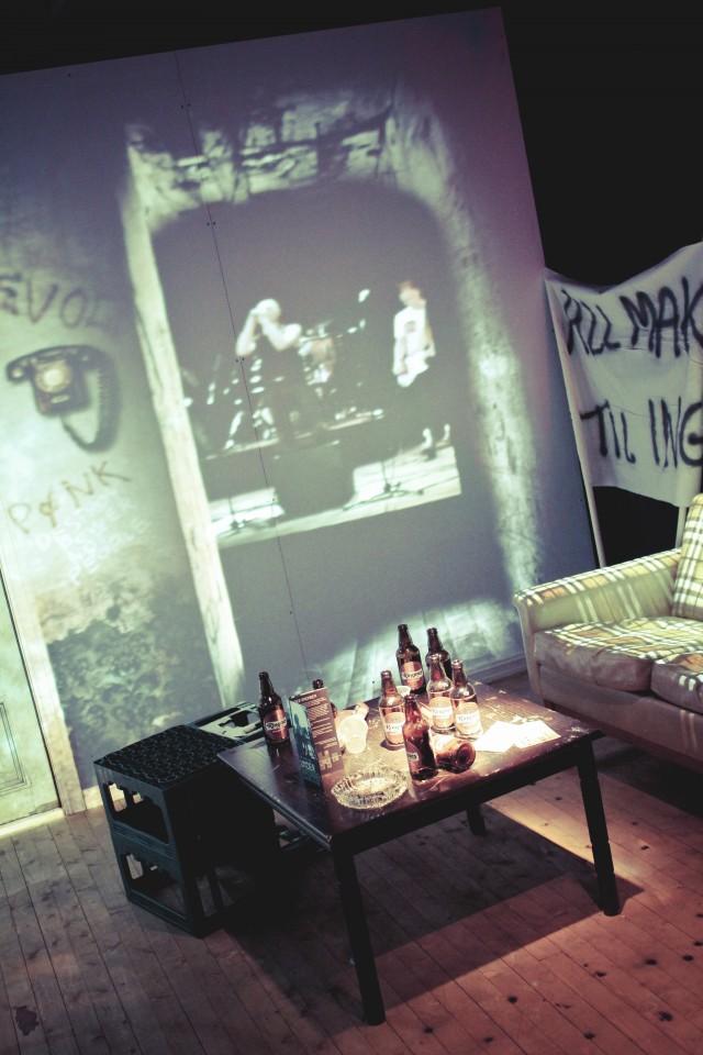 Ikke helt som utstillingsrommene på IKEA: Dette rommet forestiller miljøet i et  okkupert hus.
