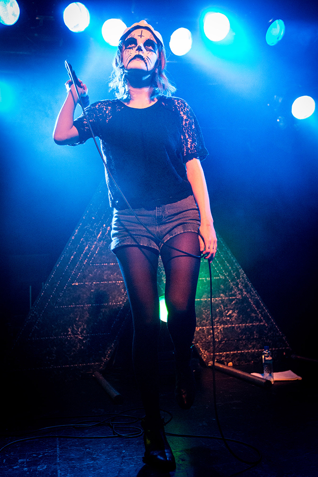 001_-CHVRCHES_JD_31102013