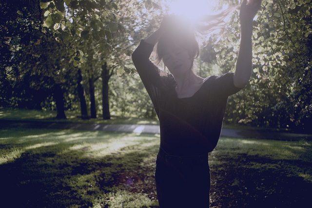 Foto: Marthe Amanda Vannebo Et av ukas musikalske sidespor: Signe Marie Rustad kommer med smårufsete (nesten) akustisk pop-country-album 23. september.