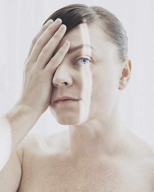 Et av ukas musikalske sidespor: Rebekka Karijord med fin forsmak på et personlig album. Foto: Emilia Bergmark Jiménez