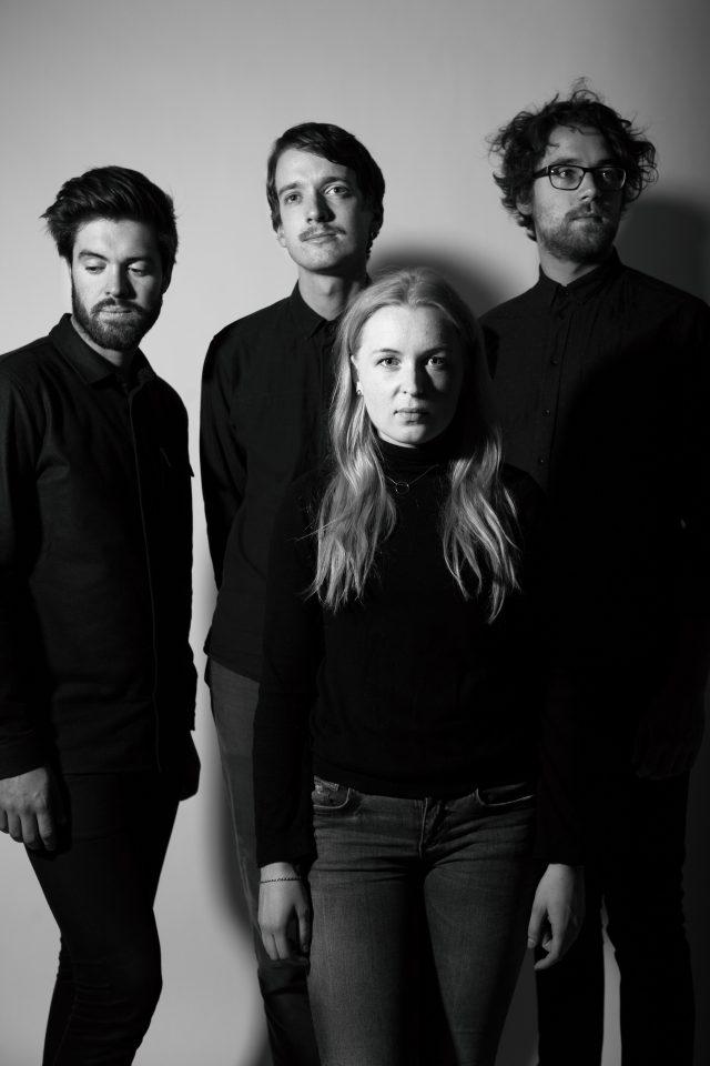 Siril Malmedal Hauge, voklaist i bandet Fieldfare er gjest i vår intervjuserie: 5 om bøker og musikk.