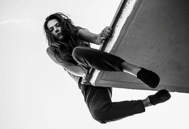 Et av ukas musikalske sidespor: Signe Eide har grunn til å være høyt oppe etter utgivelsen av sitt kraftfulle minialbum Simple/Heavy. Foto: Mona Ulriche Schanche