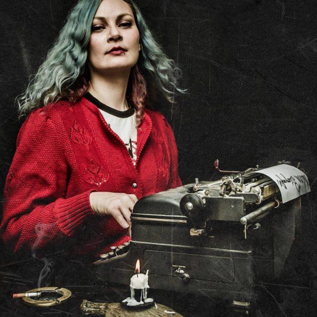 Ida Collet Belle er vokalist og låtskriver i Sassy Kraimspri og leder for AKKS Stavanger-