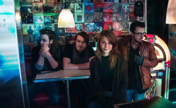 Et av ukas musikalske sidespor: Noen ganger dukker det opp band som oppfyller de fleste kravene til å kunne kalles et ekte indieband. Molton Moon, halvt østfoldsk og halvt bergensk, havner i denne kategorien.